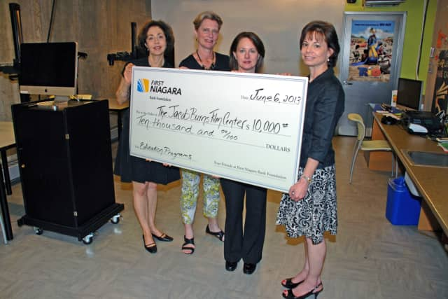 A $10,000 grant will support the Jacob Burns Film Center's visual literacy education programs, the organization announced Monday.