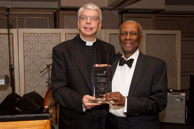 The Rev. Amandus Derr and honoree Fred Renwick at the Mount Vernon fund-raiser.