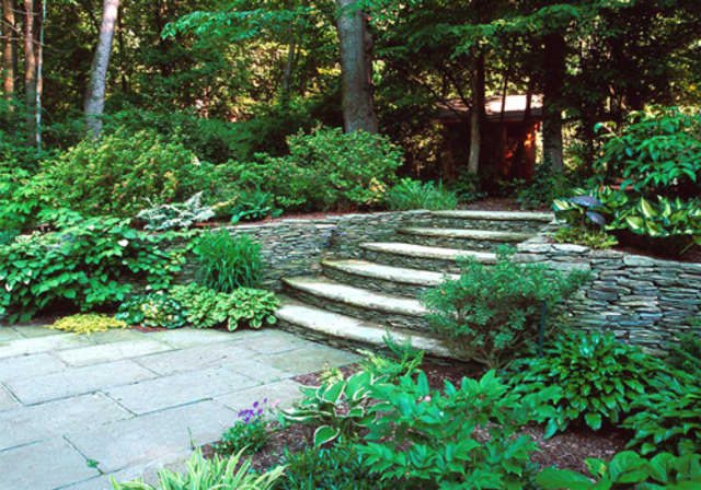 New Castle residents are invited to enter the 2013 Beautiful Landscape Contest.