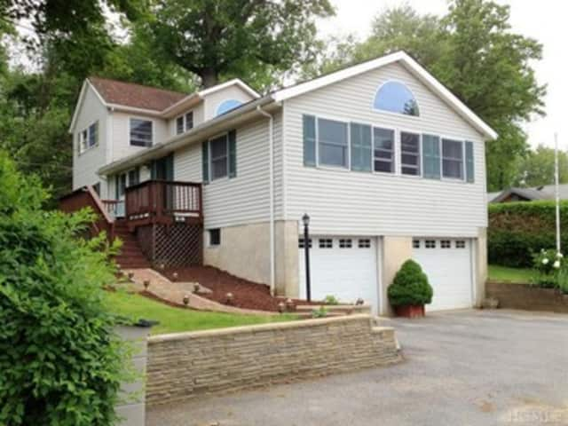 This house at 51 Lakeside Dr Unit: 51 in North Salem is open for viewing this Sunday.