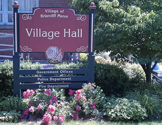 The Village of Briarcliff issued a reminder for residents to keep their dogs leashed.