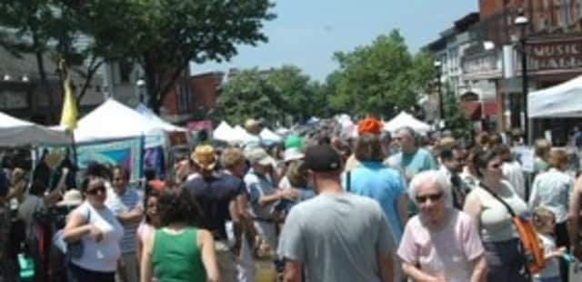The Sleepy Hollow Chamber of Commerce hosts its 17th annual street fair on Saturday.