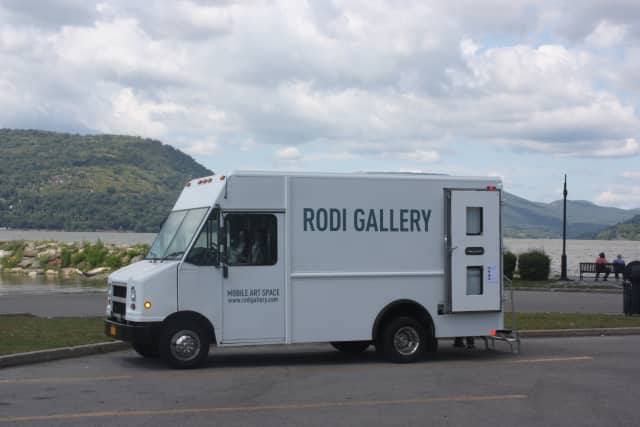 Yorktown artist Elise Graham is set to tour the Hudson Valley to show off her artwork using a mobile gallery.