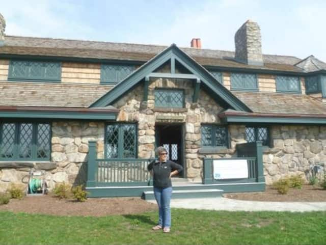 The Innis Arden Cottage on Greenwich Point will host the program.