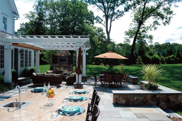 Wilton's Hoffman Landscapes recently won two landscaping awards for work done in New Canaan and Fairfield.