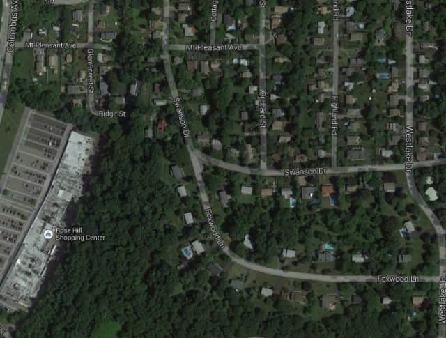 The Town of Mount Pleasant will install a new traffic island at Swanson Drive and Foxwood Lane in November.