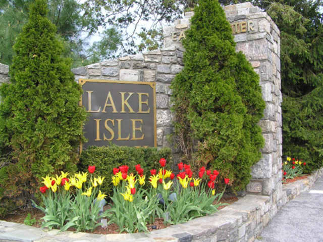 """The Lake Isle Country Club will host the Junior League of Westchester's """"Holiday Boutique"""" on Wednesday, Nov. 6 and Thursday, Nov. 7."""