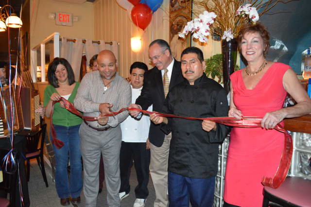 There was a ribbon cutting recently at Bistro Parisien, 434 White Plains Road, Eastchester.