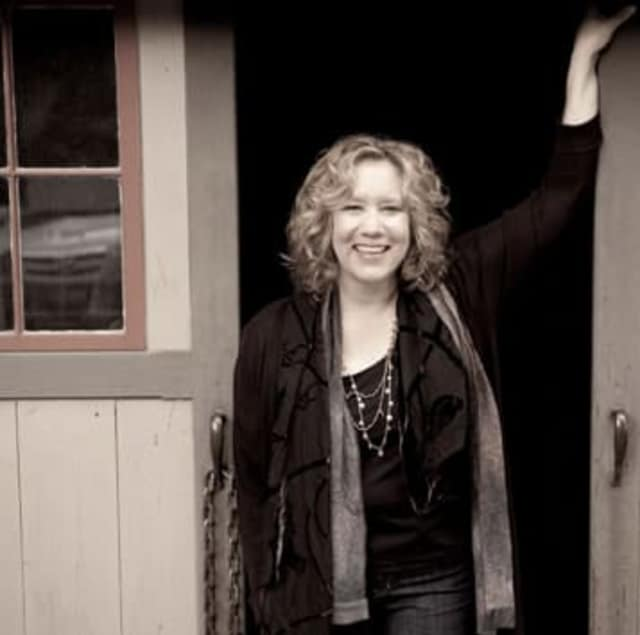 Folksinger Sloan Wainwright will perform on Sunday March 9 as part of the Pound Ridge Library Spring Concert Series.