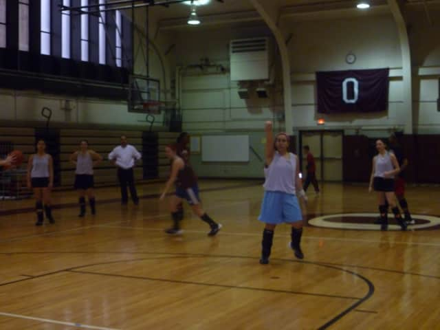 The Ossining girls basketball team is picking the UConn girls to win it all in March Madness.