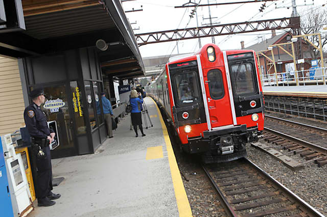 Signal work near curves and bridges on Metro-North lines in Connecticut and New York has been completed.