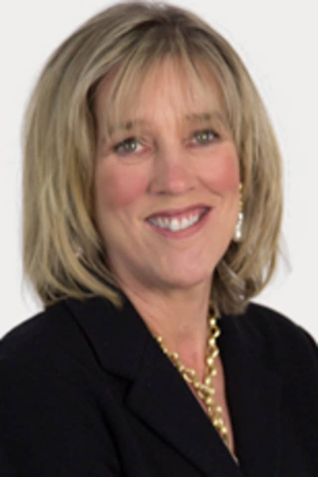 Nancy Kennedy of Houlihan Lawrence was honored as the highest selling agent for 2013.