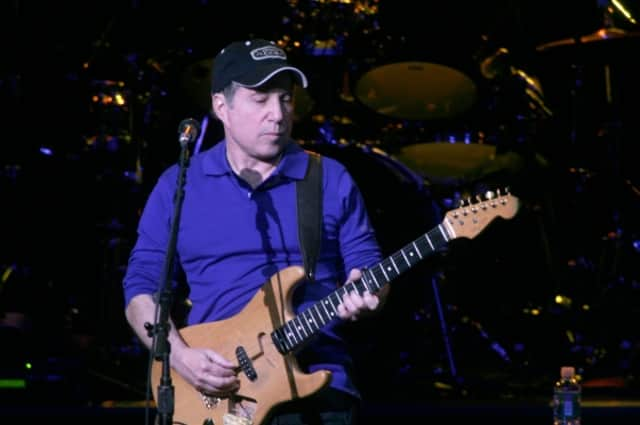 Paul Simon performed at an NYU benefit on Wednesday, May 7. It was his first public appearance following his arrest.