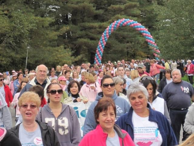 orktown resident and breast cancer survivor Jane Gentile (front center) and her family at Support Connection's 2013 Celebrate Life Day.