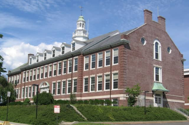 "Middlesex Middle School in Darien has been named a ""School of Distinction"" by the Connecticut Department of Education."