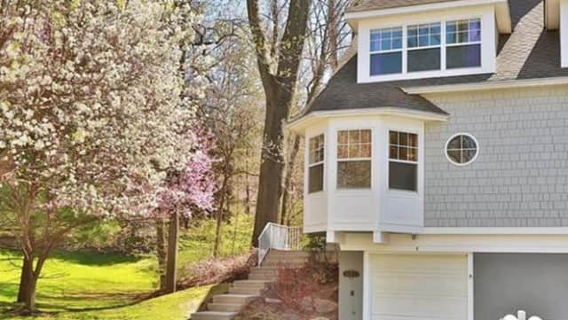 8 Pond View Lane, Ossining