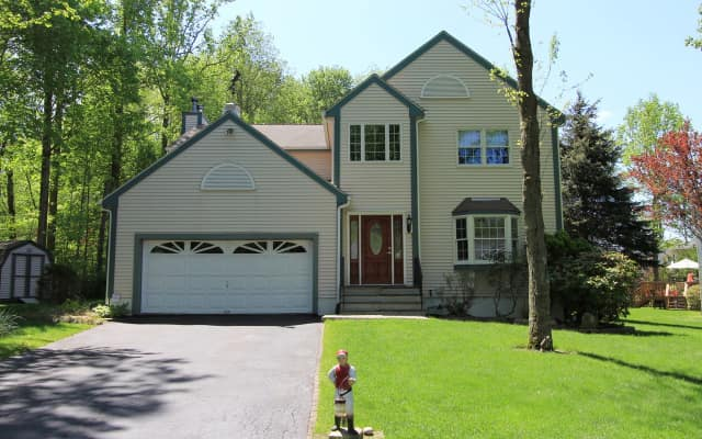2460 Pinetree Place, Yorktown Heights