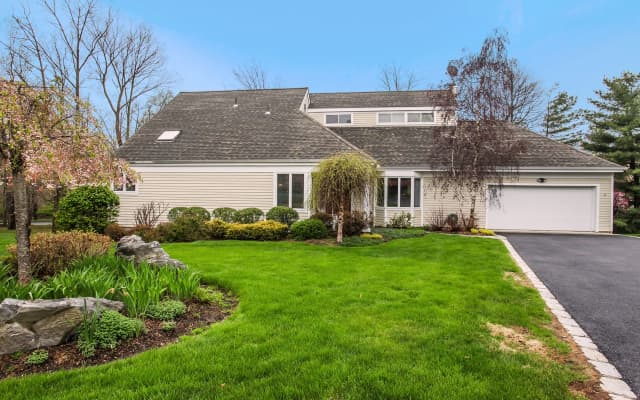 4 Charlotte Court, Briarcliff Manor