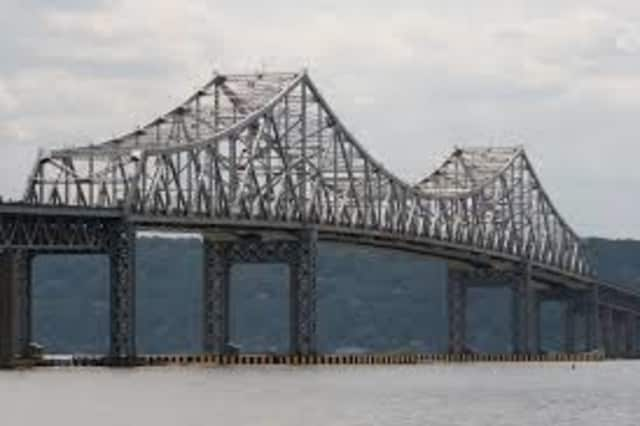 Construction of the new Tappan Zee Bridge is resulting in lane closures this week on the current span.