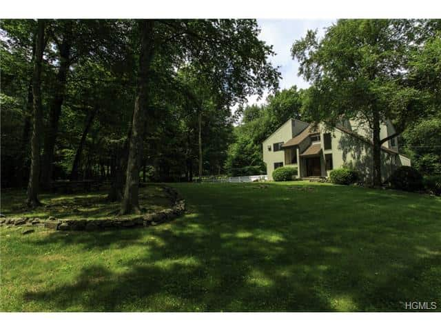33 Saddle Ridge Road, Pound Ridge