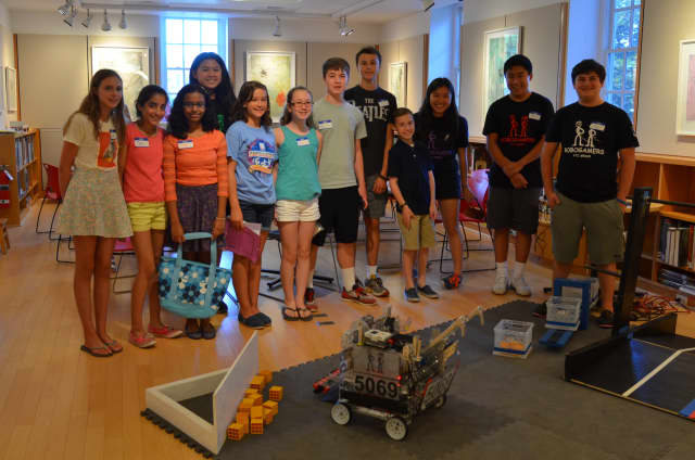 The Robogamers Robotics group did a presentation at the New Canaan Library.