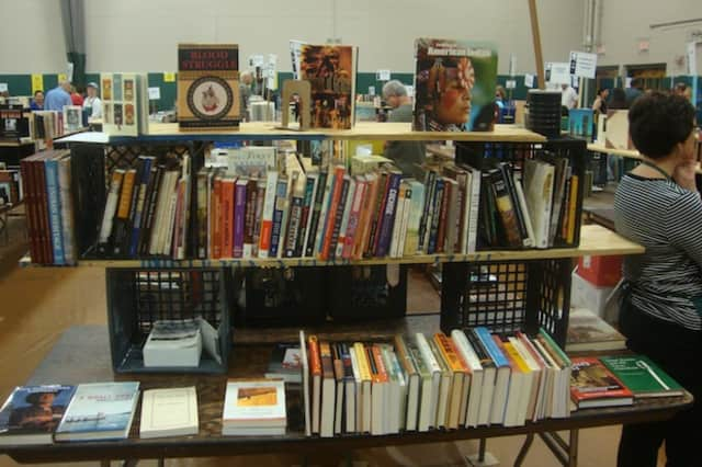 Volunteers are needed to help with the Friends of the Glen Rock Library book fair.