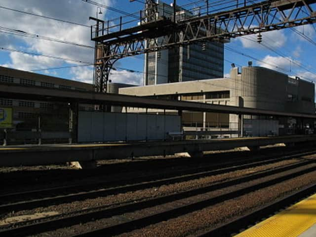 The Waterbury Branch connects to the main New Haven Line in Bridgeport .