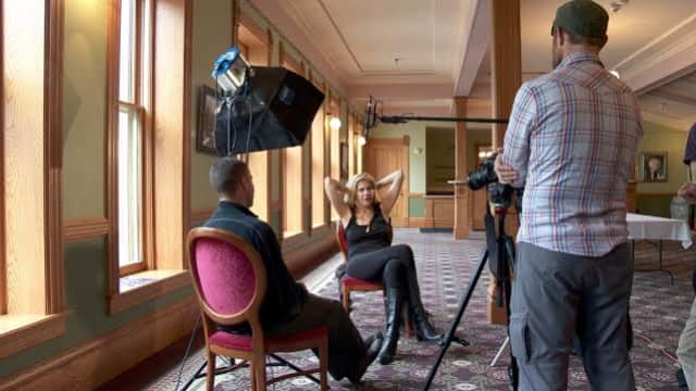 """Director Greg Williams and actress Kristen Johnston on the set of """"The Anonymous People."""""""