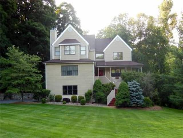 32 Elena Drive, Cortlandt Manor