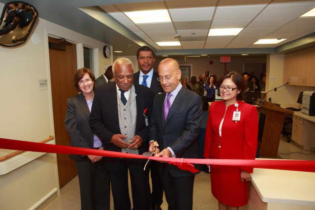Leaders of Montefiore Health System and Mayor of Mount Vernon Ernest Davis cut the ribbon for the new Med-Surg unit.
