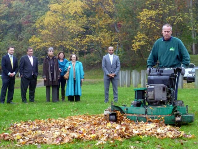 The College of New Rochelle will host a leaf mulching demonstration on Tuesday, Sept. 23.