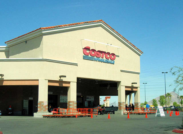 Costco plans to convert its Hackensack store to a specialized business center once regular retail operations move to Teterboro.