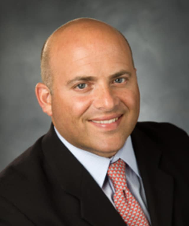 Dr. Eric Grossman, orthopedic surgeon and co-director of joint replacement surgery at Northern Westchester Hospital's Orthopedic and Spine Institute.