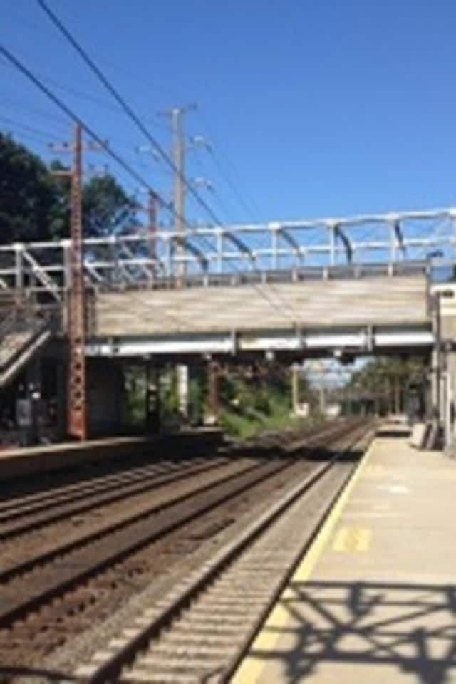 The Metro-North train lost power as it pulled into the Riverside station in Greenwich.