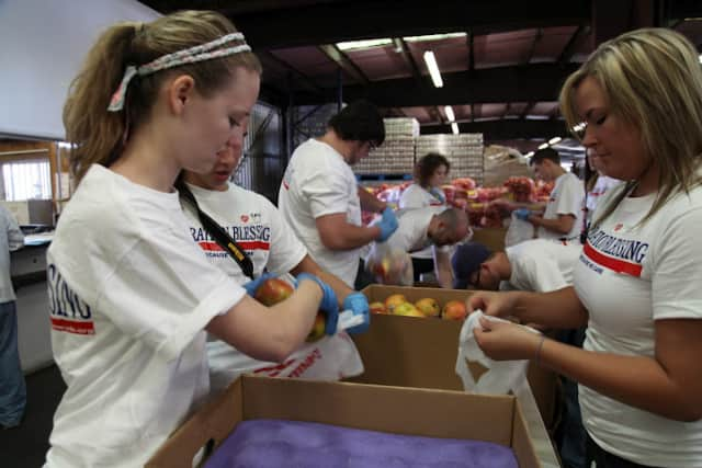 Ford Motor Company and the Hispanic Federation will distribute food to local organizations.