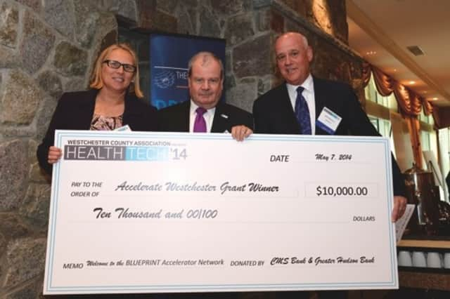 Nuala Rona, founder, Databean, won the first $10K Pitch prize in May. She is shown with Ed Lutz, Greater Hudson Bank, and John Ritacco, CMS Bank, sponsors of the pitch contest in May.