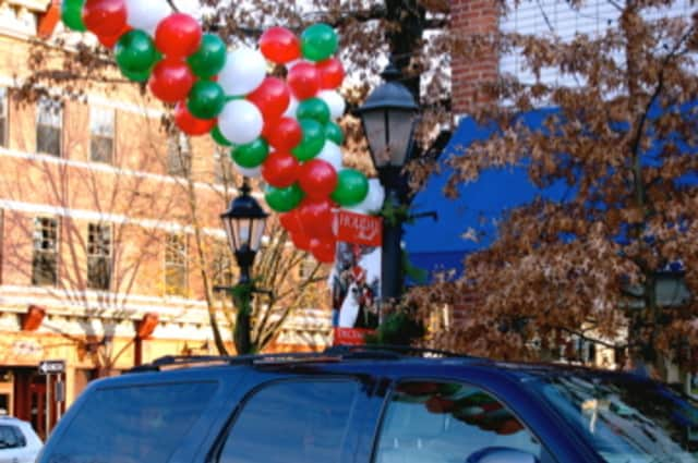 The New Canaan Chamber of Commerce is seeking donations to support the upcoming 10th Annual Holiday Stroll and Tree Lighting.
