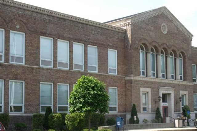 The Darien Board of Selectment will hold a public meeting to discuss proposed changes to parking at the Dariend Train station.