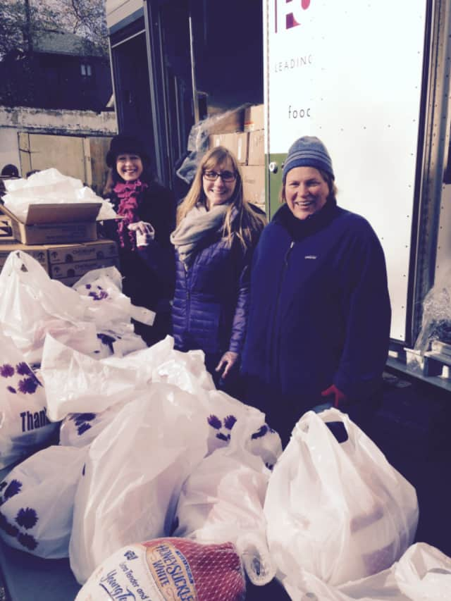 Volunteers with the Junior League of Bronxville deliver food to families in need last year with the Kraft Mobile Food Pantry.