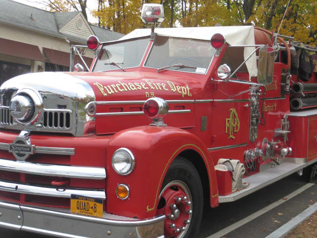 An older model fire engine at the Veterans Day parade in West Harrison.
