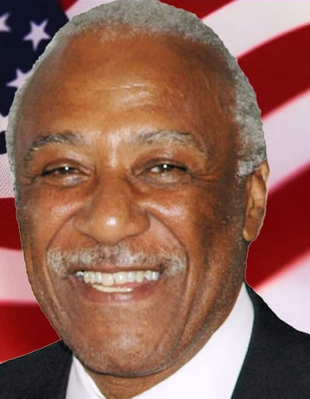 Mount Vernon Mayor Ernie Davis is being accused of asking staff members to write to a judge on his behalf.