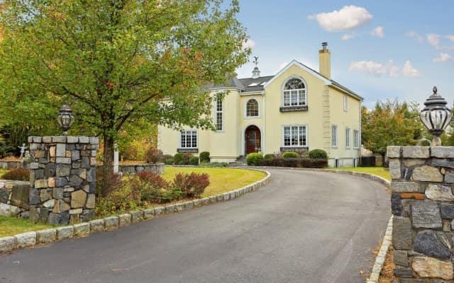 1 Cross Road, Cortlandt Manor