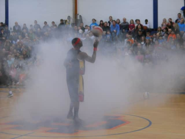 Harlem Wizards and the Chappaqua Challengers will clash at Horace Greeley High School.