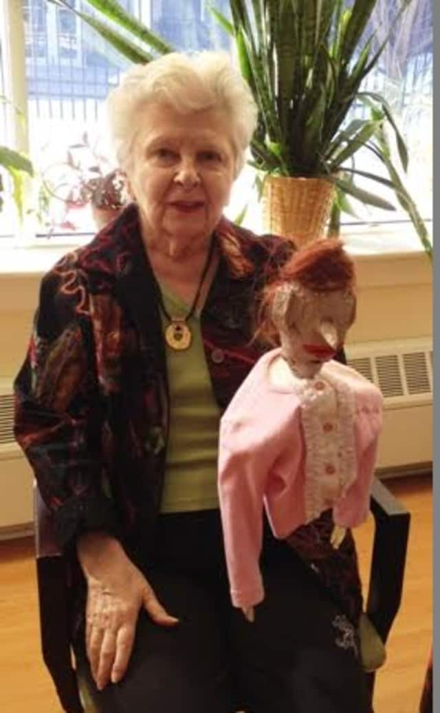 Alzheimer's patients create the puppets and put on plays.