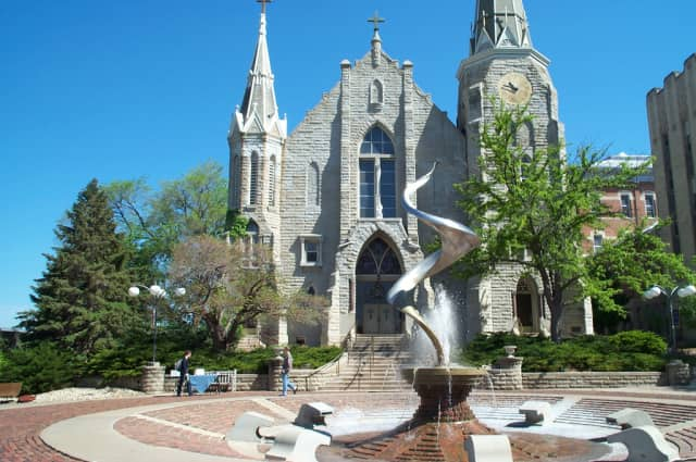 Easton native Dante Spinelli was named to the dean's list at Creighton University.