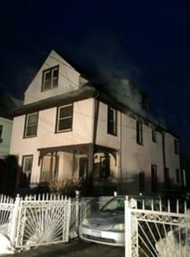 The Mount Vernon fire left 11 displaced on Thursday morning.