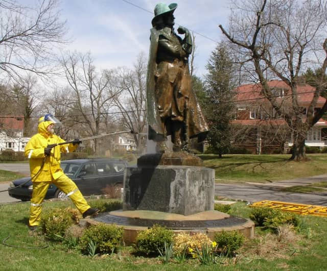 The Jacob Leisler Monument is undergoing a restoration.