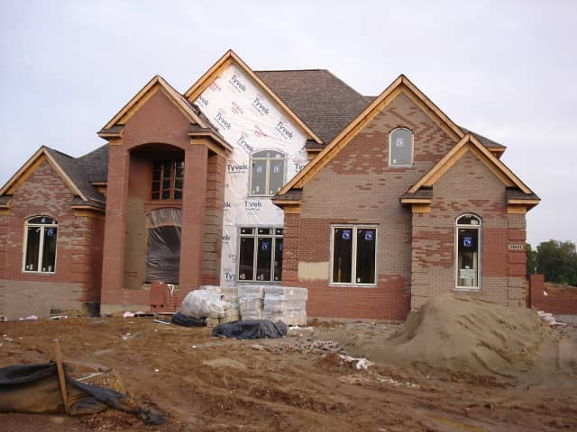 New construction in Fairfield County providing spacious houses for wealthy buyers is making a comeback.