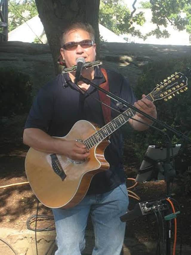 Leigh Richardson will perform an acoustic set for the conclusion of the Second Annual Great Letterboxing History Hunt May 31 at the Wilton Historical Society.