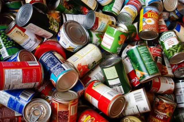 Food 2 Grow On is holding a food drive Saturday in the Washington Square Plaza Shopping Center.